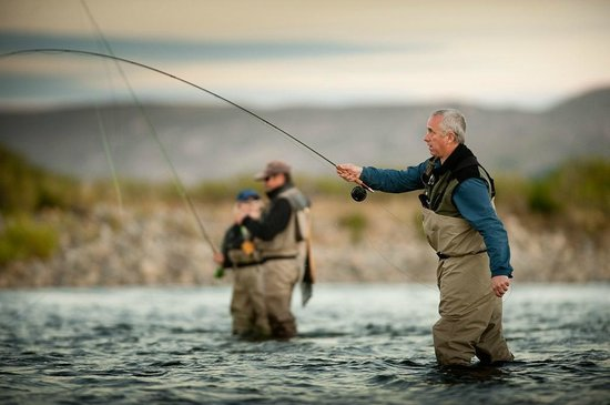 Big bow picture of fly fishing in patagonia san martin for Patagonia lake fishing