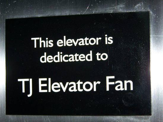 ‪هامبتون إن أشفيل - تنل رود:                   Main Lobby Elevator is dedicated to TJElevatorfan