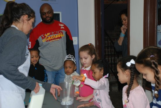 Be with Me Playseum DC :                   Making smoothies with friends