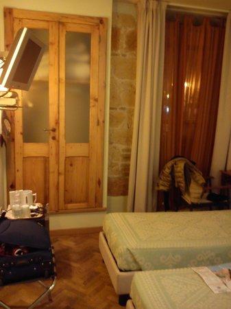 Maison Savoia:                   camera n. 1 angolo