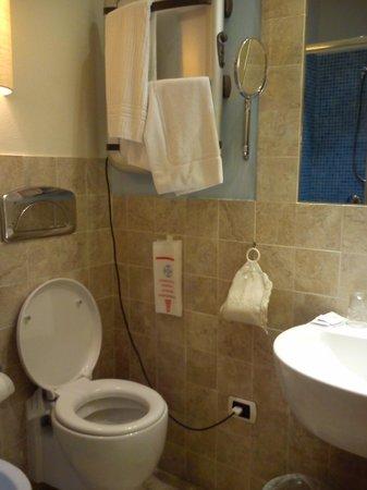 Maison Savoia:                   bagno della camera 1