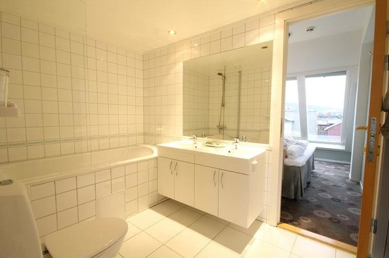 Scandic Victoria Lillehammer: Bathroom suite