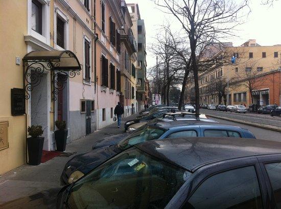 Hotel Best Roma:                                     Devant l'hôtel