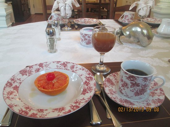 Maine Stay Inn and Cottages:                   Breakfast grapefruit & apple cider