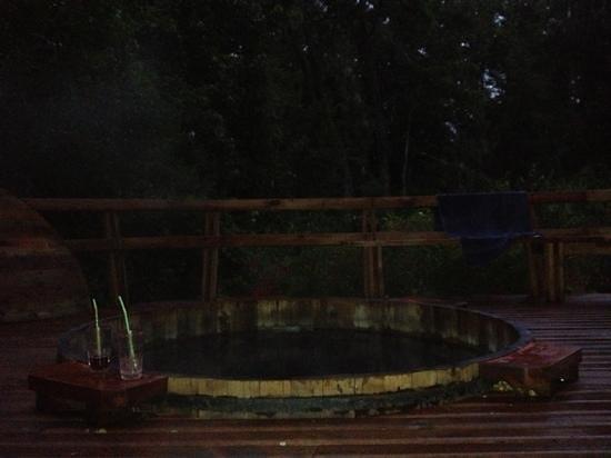 Centro Turistico Los Robles:                   Tina de agua caliente con hidromasaje