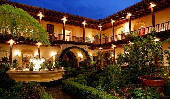 Palacio de Doña Leonor: Exterior
