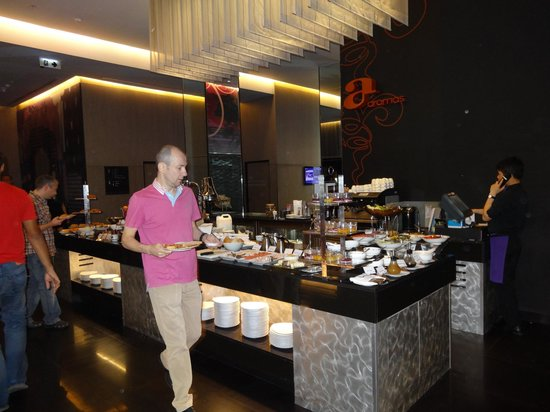 In Residence Bangkok Sukhumvit:                   朝食会場です。品数は満足です。