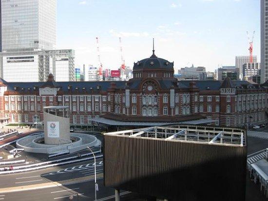 Marunouchi Building:                   5階テラスから見た東京駅丸の内駅舎