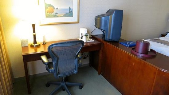 GuestHouse Inn-Bloomington:                   Comfortable working area