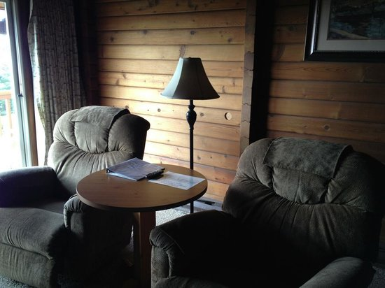 Ireland's Rustic Lodges:                   Comfy chairs