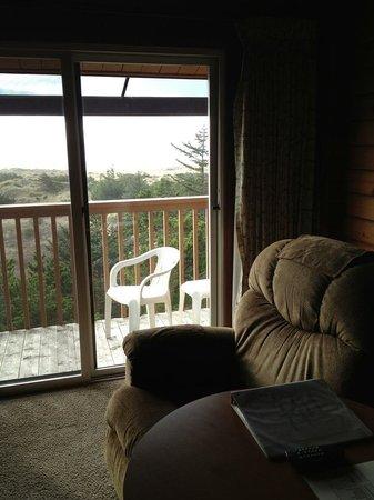 آيرلاندز روستيك لودجيز:                   Comfy chair and deck                 