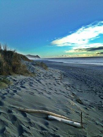 آيرلاندز روستيك لودجيز:                   The beach is just a short walk away across the dunes                 