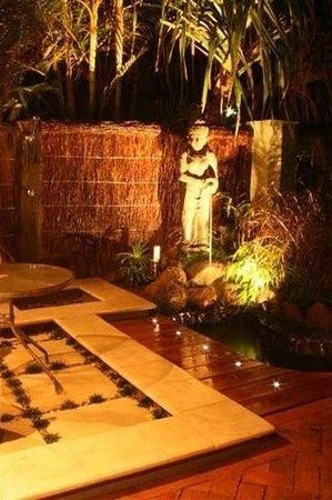 Bayhaven Lodge : Water Feature -Night