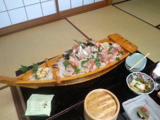 Umiakari :                   夕食の刺身盛ですが・・・乾いてる><