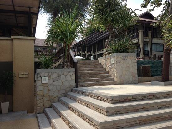 Impiana Resort Chaweng Noi :                   Straight access to the beach