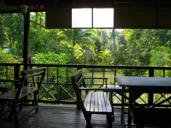 Sepilok Jungle Resort:                   Rustic dining