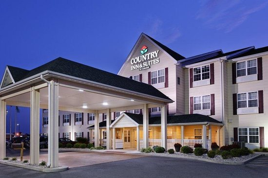 Country Inn & Suites By Carlson, Marion: CountryInn&Suites Marion ExteriorNight