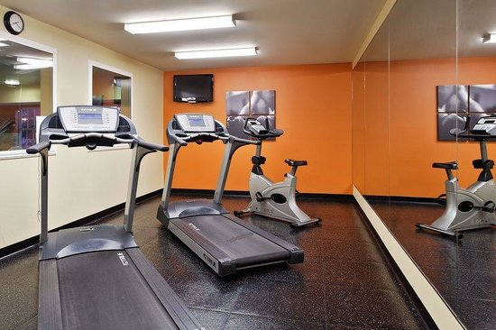 Country Inn & Suites By Carlson, Marion: Fitness