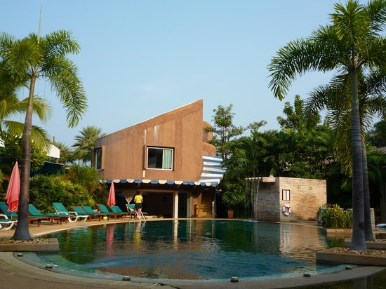 Timber House Resort:                   at the pool side