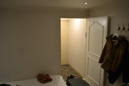 Seoul 53 Hotel :                   room