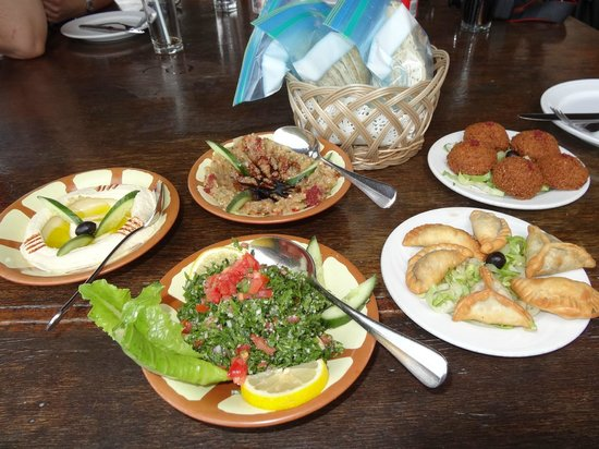 Bayt Al Wakeel :                   pratos tradicionais da culinária árabe