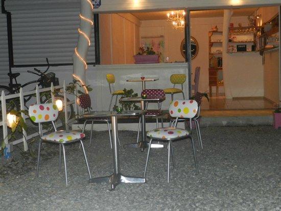 La Ciboulette: Outdoor sitting area