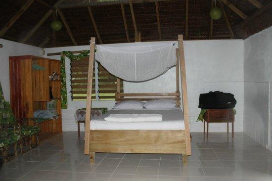 Lonnoc Beach Bungalows:                   Honeymoon Bed