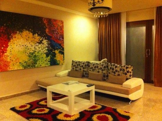 Nusa Dua Retreat and Spa:                   living area downstairs
