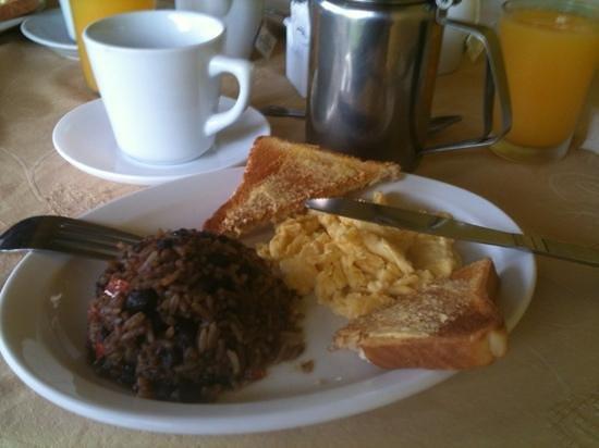 هوتل كامبو فيردي:                   Gallo Pinto breakfast                 