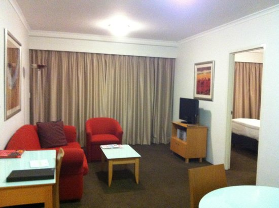 Medina Serviced Apartments Martin Place:                   Spacious living area