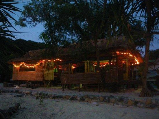Tambaron Green Beach Resort:                   Wonderful bamboo huts
