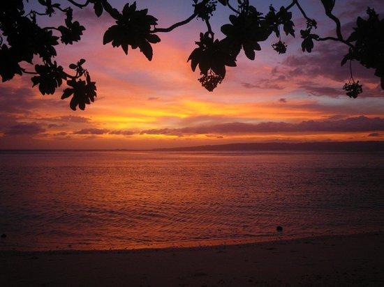 Tambaron Green Beach Resort:                   Sunset view from the beach