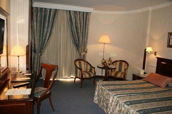 Hotel Infanta Cristina: Room