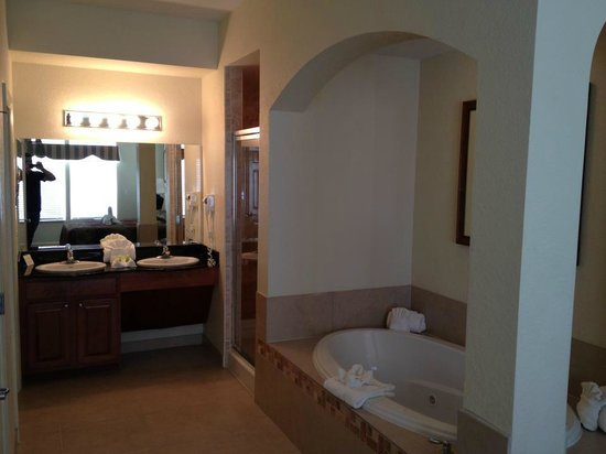 Lake Buena Vista Resort Village & Spa:                   Tub room 5805