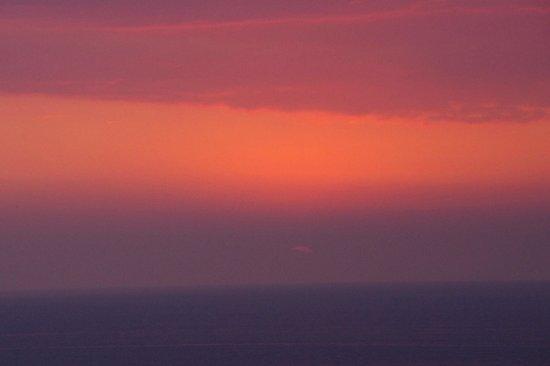 Luana Inn:                   Another Sunset from Lanai                 