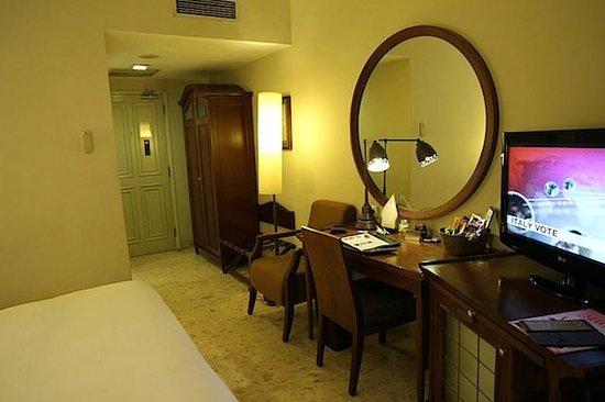 The Phoenix Hotel Yogyakarta - MGallery Collection:                   Bedroom 2