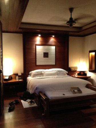 Tanjong Jara Resort :                   nice huge king size bed