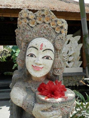 Sri Ratih Cottages:                   Entrance