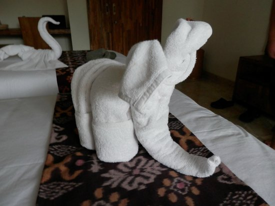 Sri Ratih Cottages:                   New  towels every day