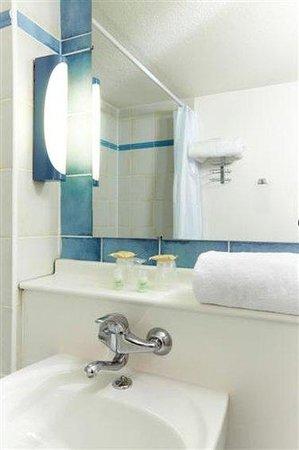 Campanile Evreux: Bathroom