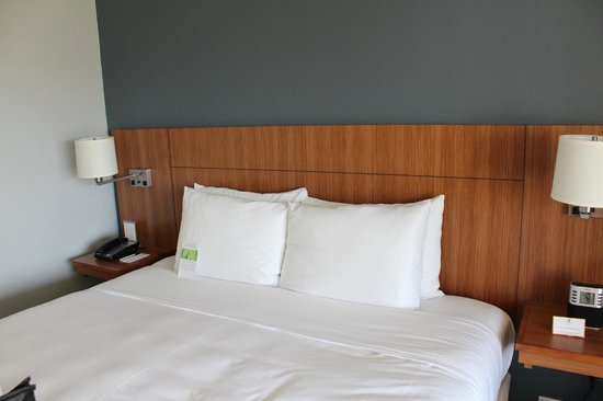 Hyatt Place Waikiki Beach:                   Bed                 