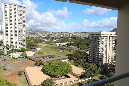 Hyatt Place Waikiki Beach:                   Mountain view
