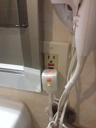 Ramada Plaza Holtsville Long Island :                                                       Unsafe outlets