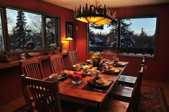 Talkeetna Chalet: Views of Denali from the breakfast table!