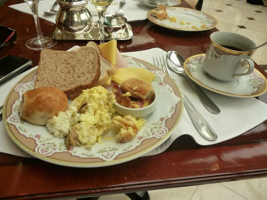 Park Tower, A Luxury Collection Hotel, Buenos Aires:                   un rico desayuno buffet