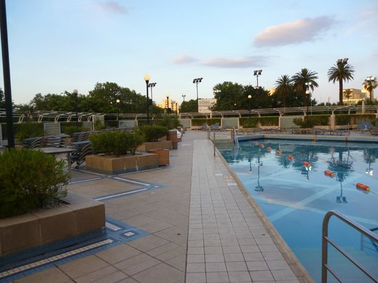 Park Tower:                   una vista de la piscina