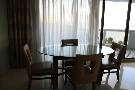 Doubletree by Hilton Grand Hotel Biscayne Bay:                   Table and chairs