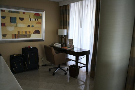 Doubletree by Hilton Grand Hotel Biscayne Bay:                   Desk