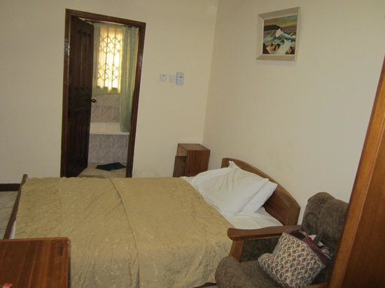 Sheridan Hotel :                   Single bedroom (view from entrance)