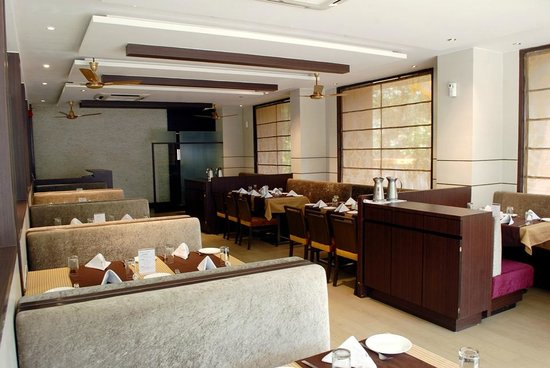 Hotel Silver Seven: Family Restaurant